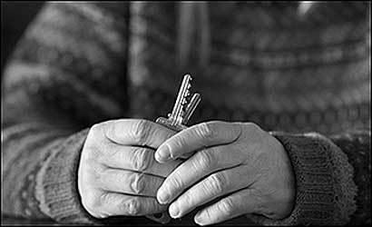 """""""LA CASA PRIMER"""", UNA REALITAT A LLEIDA.QUÈ ÉS, A QUI S'ADREÇA I RESUM DE L'INFORME DE DADES DE L'ESTAT DE LA SITUACIÓ DE LES PERSONES SENSE LLAR A LLEIDA"""